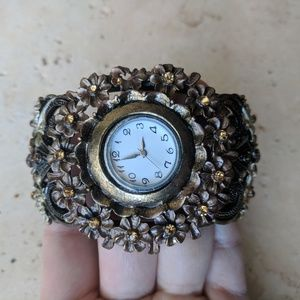 Jewelry - Eclectic flowered bangle